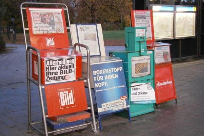 Газеты продаются у метро