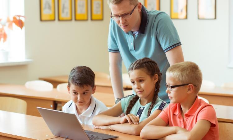 Работа учителем математики за рубежом могут запретить чиновникам иметь недвижимость за рубежом