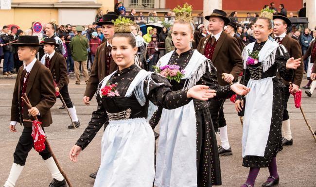 Девушки на параде Октоберфест