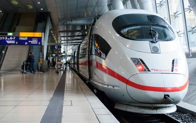 Немецкий экспресс ICE во Франкфурте