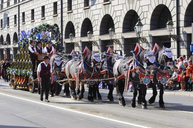 Телега на параде Октоберфест