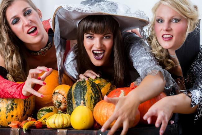 Взрослые в Германии на Хэллоуин