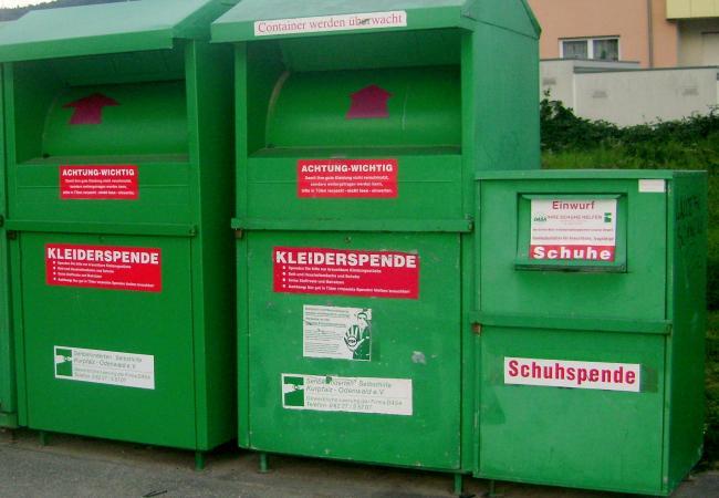 Контейнер для выбрасывания ненужной одежды в Германии