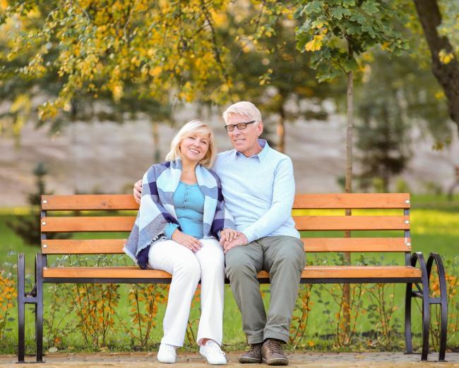 Пожилая влюблённая пара
